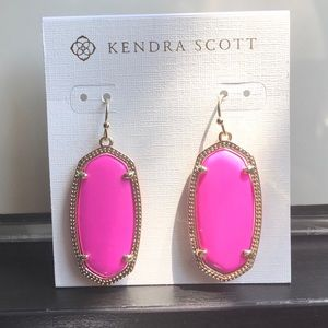 Kendra Scott hot pink earnings